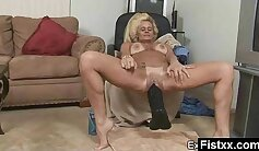 Bootyful hottie fondles mature pussies with fist